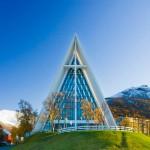 Die Tromsdal-Kirche in Tromsø - auch als Eismeerkathedrale bekannt